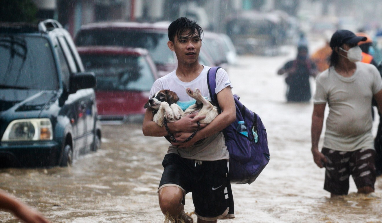 Typhoon Vamco lashes Philippines' main island, killing at least 11