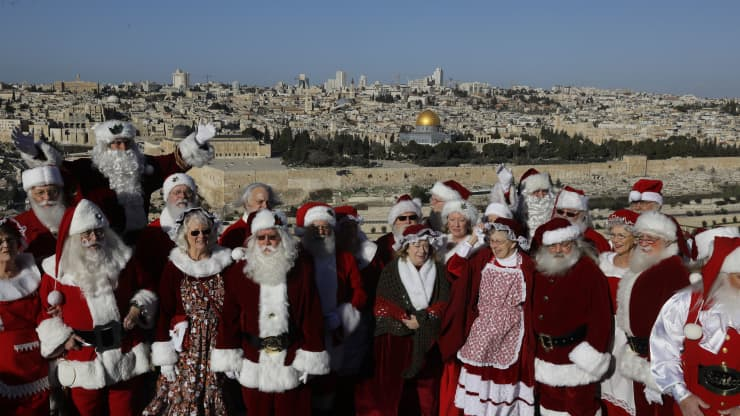 Famous Christmas destinations around the world from home