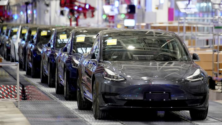 The U.S. is falling further behind China and Europe in electric-vehicle production